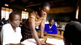 Tackling HIV/AIDS through children's clubs  thumbnail